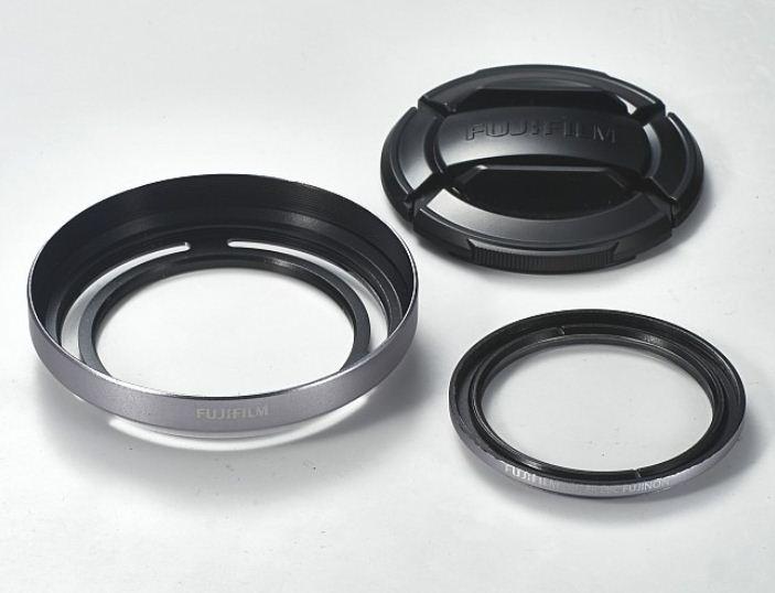 FUJIFILM LHF-X20S sluneční clona a filtr pro X-20/30 stříbrný