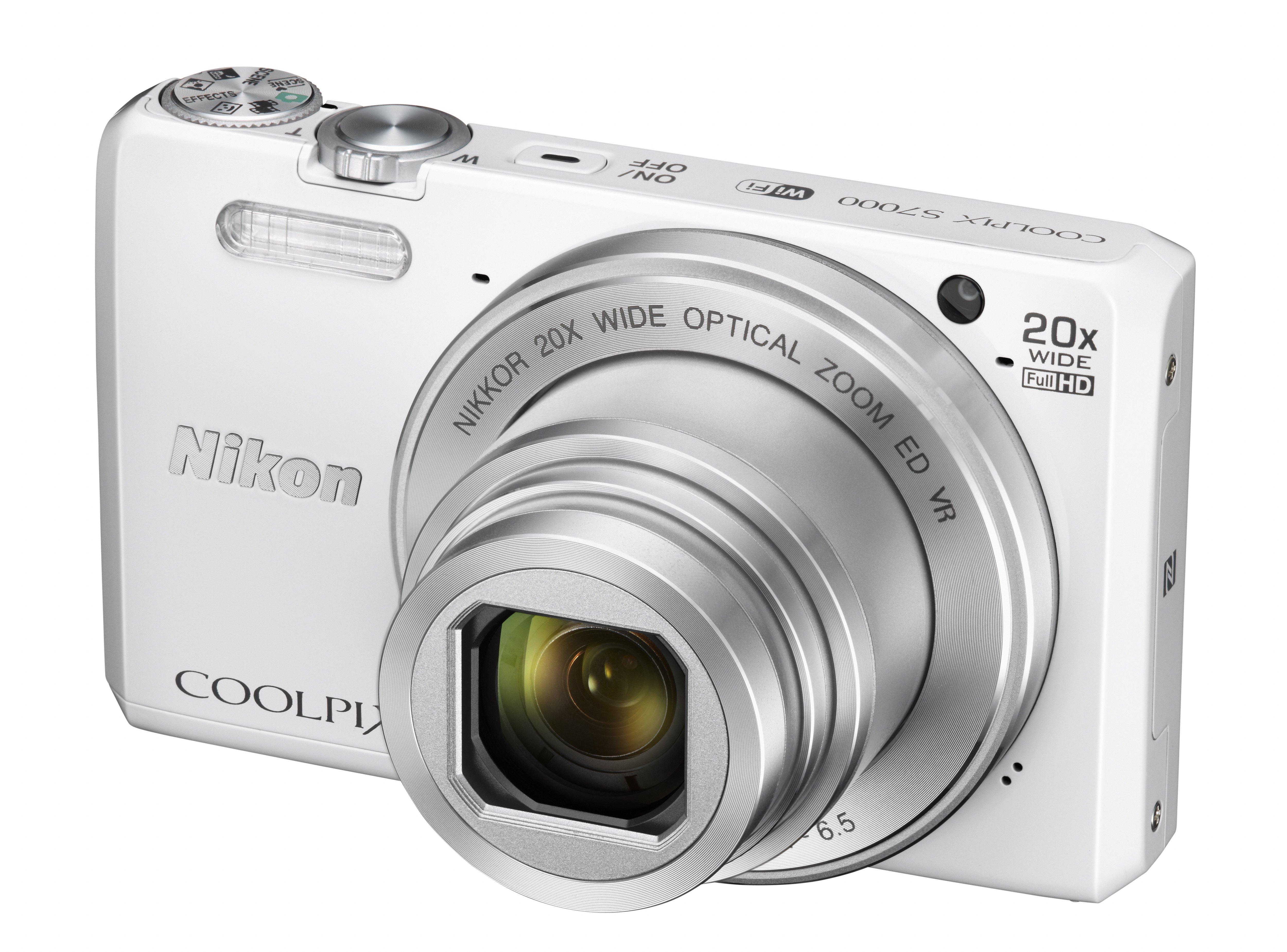 NIKON COOLPIX S7000 bílý + SDHC 8 GB + originální pouzdro zdarma