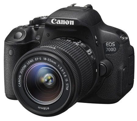 CANON EOS 700D + EF-S 18-55 IS STM + SDHC16GB + LP-E8