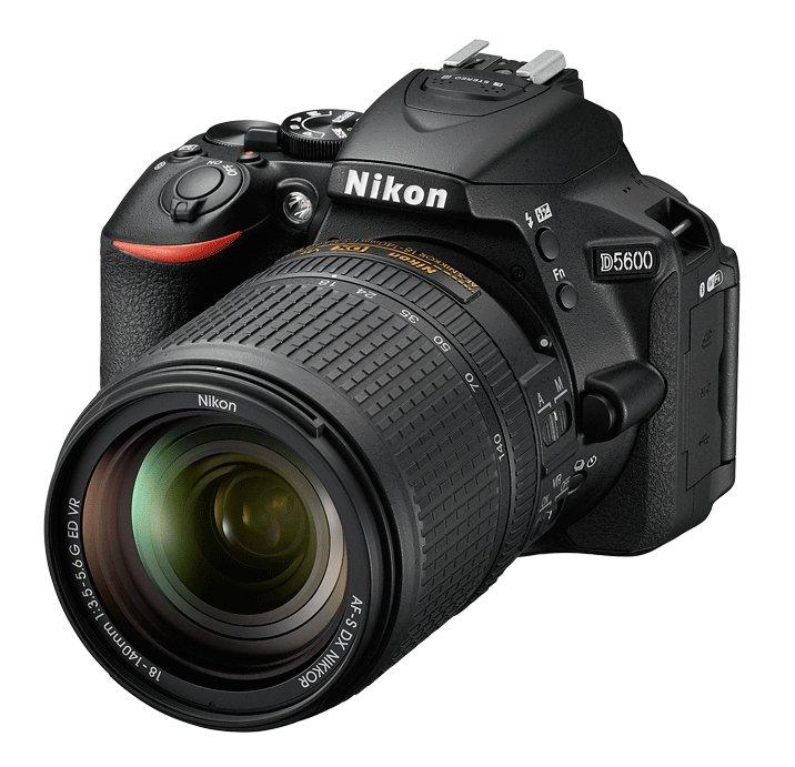 NIKON D5600 + 18-140 mm VR + Brašna Nikon Zdarma