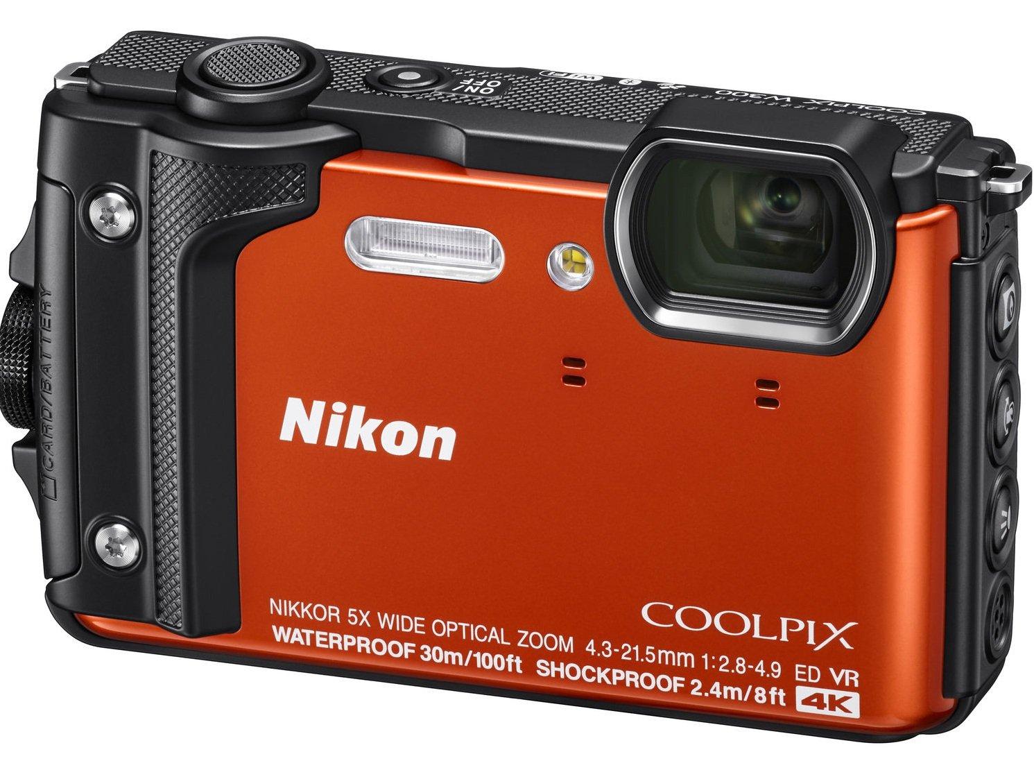 NIKON COOLPIX W300 oranžový + plovoucí popruh