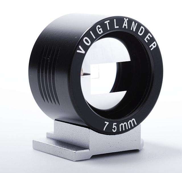 VOIGTLÄNDER hledáček 75 mm černý
