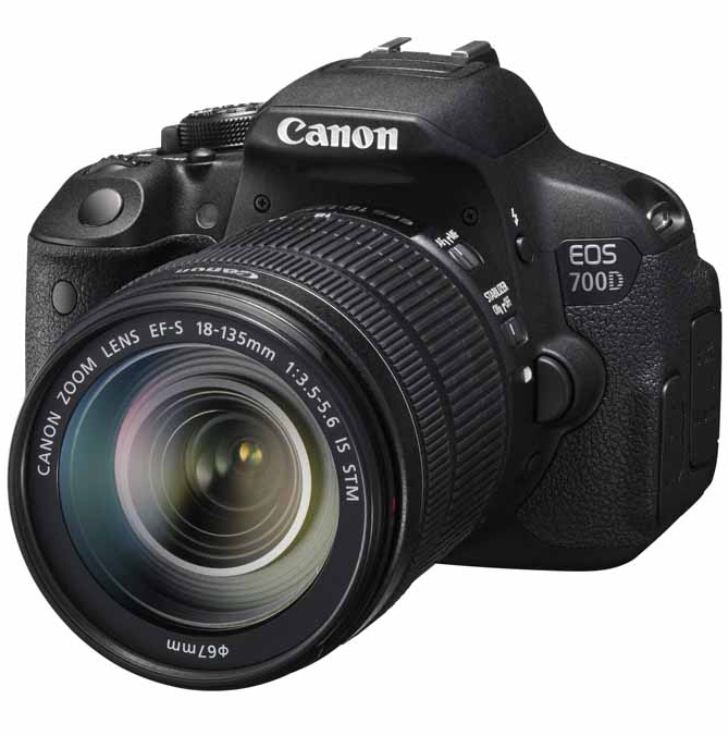 CANON EOS 700D + EF-S 18-135 IS STM + SDHC 16GB